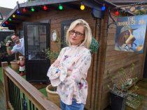 Жене надоело, что муж ходит в паб — и она построила его во дворе своего дома!