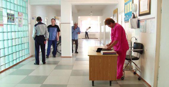 Из-за наплыва пациентов с ОРВИ в больницах развернуты дополнительные койки