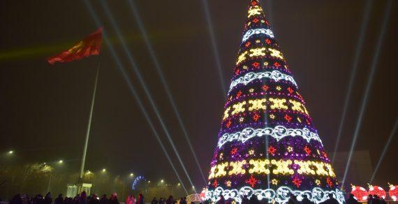 Главная елка Кыргызстана в Бишкеке вошла в ТОП-10 новогодних елок СНГ