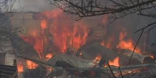 Пожар почти полностью уничтожил город в Австралии
