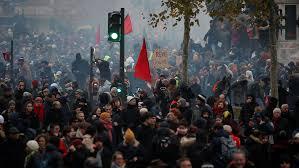 Во Франции 800 тысяч человек вышли накануне на акции протеста против пенсионной реформы