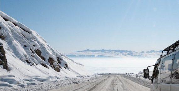 Из снежного плена в горных районах страны вызволены несколько грузовых машин