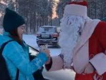На Ямале мэр бесплатно подвозил жителей на такси и дарил им подарки