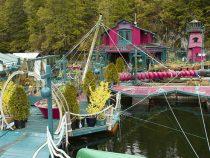 Семейная пара построила плавучий дом-остров