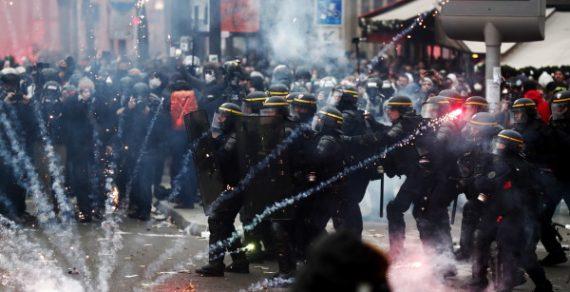 Митинги в Париже переросли в массовые беспорядки