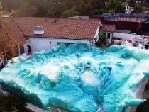 Парень решил установить мировой рекорд и ради этого затопил двор пеной