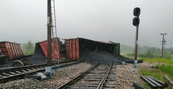 В Боомском ущелье сошли 8 грузовых вагонов. Движение поездов временно приостановлено