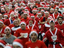 Забег добра: четыре тысячи Санта-Клаусов заполонили улицы Парижа