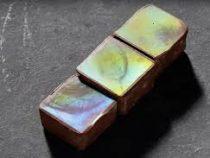 Учёные создали шоколад, переливающийся разными цветами