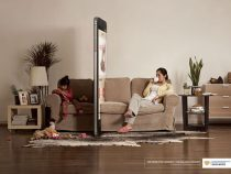 Соцреклама показывает «телефонную стену», выросшую между людьми