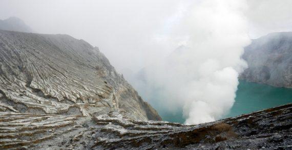 Число жертв вулкана Уайт-Айленд возросло до шести человек