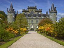 Дворецкий, кофе и спа: в Шотландии ищут желающего пожить в замке