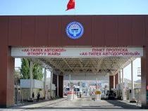 На кыргызско – казахской границе скопилось около 130 грузовых авто