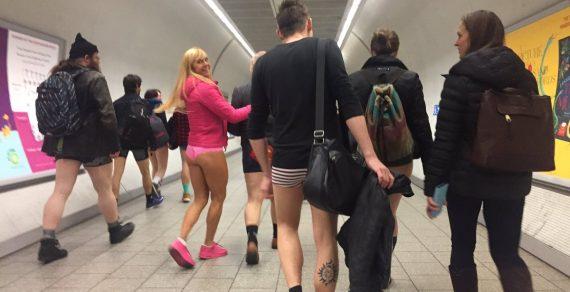 В метрополитенах мира люди прокатились без штанов