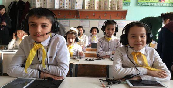 В КР планируют внедрить электронную оценку навыков чтения школьников