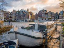Названы города Европы, которые берут самые высокие налоги с туристов
