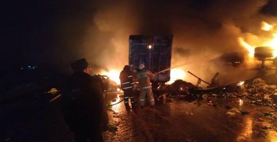 В Иссык-Кульской области два грузовика сгорели после ДТП