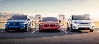 Электрокар Tesla научили разговаривать с пешеходами