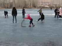 В Бишкеке появился каток под открытым небом
