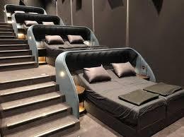 В Швейцарии оборудовали необычный кинотеатр с кроватями