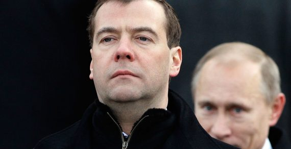 Медведев объявил об уходе правительства России в отставку
