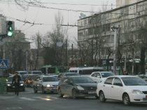 Парковка авто на некоторых улицах Бишкека стала платной