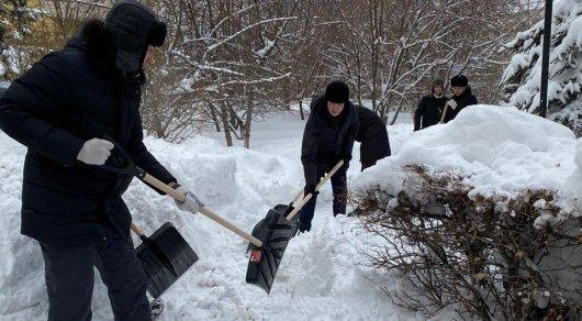 В Нур-Султане наблюдается снежный коллапс