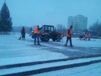 Почему дороги Бишкека посыпают солью?