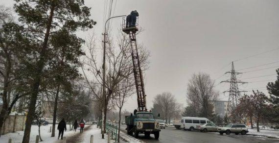 В столице продолжается ремонт уличного освещения