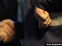 Сотрудники ОВД Ала-Букинского района задержаны при получении взятки