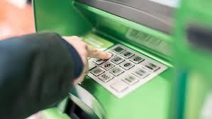 Банкомат «съел» карточку: как вернуть ее за 1 минуту