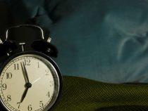 Стало известно, какой сигнал будильника помогает проснуться по утрам