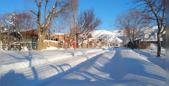 В Чолпон-Ате выпало рекордное количество снега