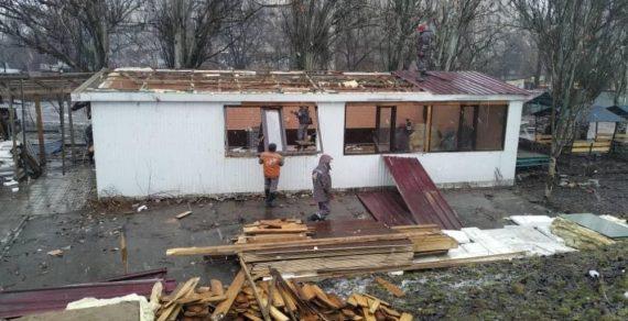 Демонтаж незаконных объектов в Бишкеке продолжается
