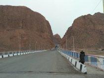 Дорога при въезде в Нарын закрыта до 1 апреля