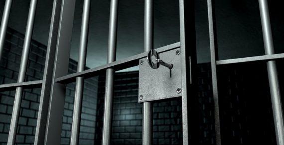 В Египте британца заключили под стражу за похлопывание по плечу