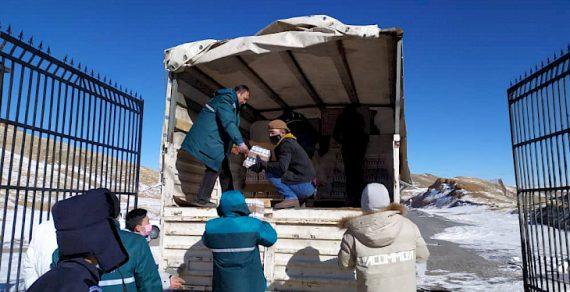 Кыргызстан передал Китаю гуманитарную помощь