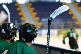 В НХЛ появился дефицит клюшек из-за коронавируса