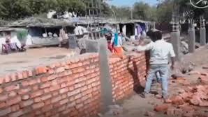 В Индии к приезду Трампа возводят стену, чтобы скрыть трущобы