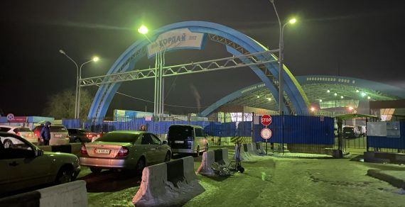 На границе Кыргызстана с Казахстаном ввели ограничения по пропуску
