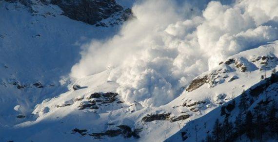 На двух трассах Чаткальского района сошли лавины