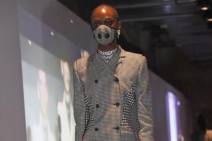 Коронавирус стал частью высокой моды в Париже