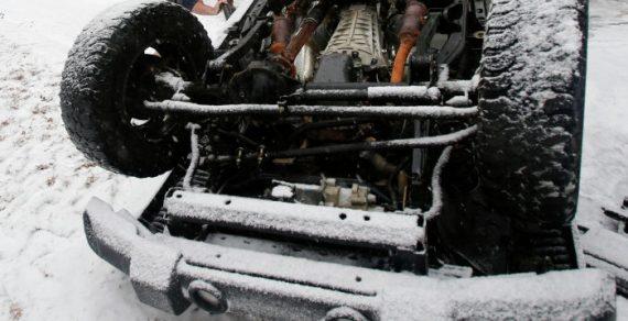 ВБишкеке автомобиль  слетел смоста  иупал нажелезную дорогу