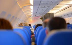 Пассажир сорвал рейс, съев свой телефон