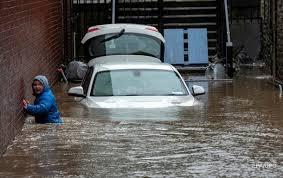 Три человека стали жертвами шторма «Дэннис» в Великобритании