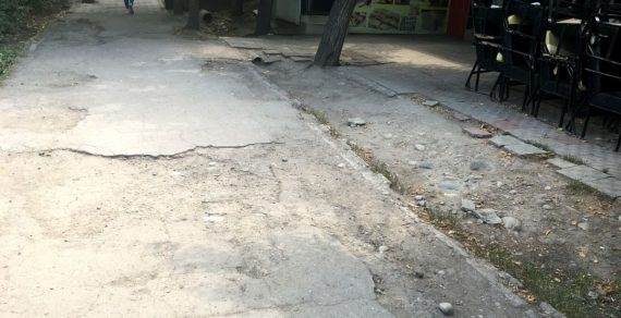 Мэрия Бишкека обещает отремонтировать тротуары