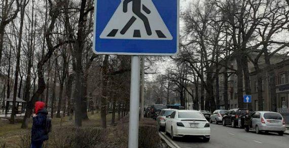 На некоторых перекрестках столицы появились дорожные знаки