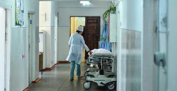 В больницах Бишкека временно запретили посещение пациентов