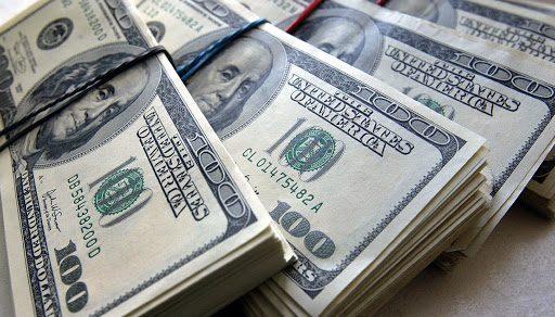 Курс доллара в Бишкеке спустился ниже 80 сомов