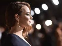 Голливудская актриса Эмма Стоун перенесла свадьбу из-за коронавируса